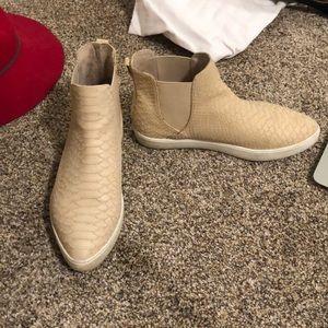 Faux nude snake skin sneakers